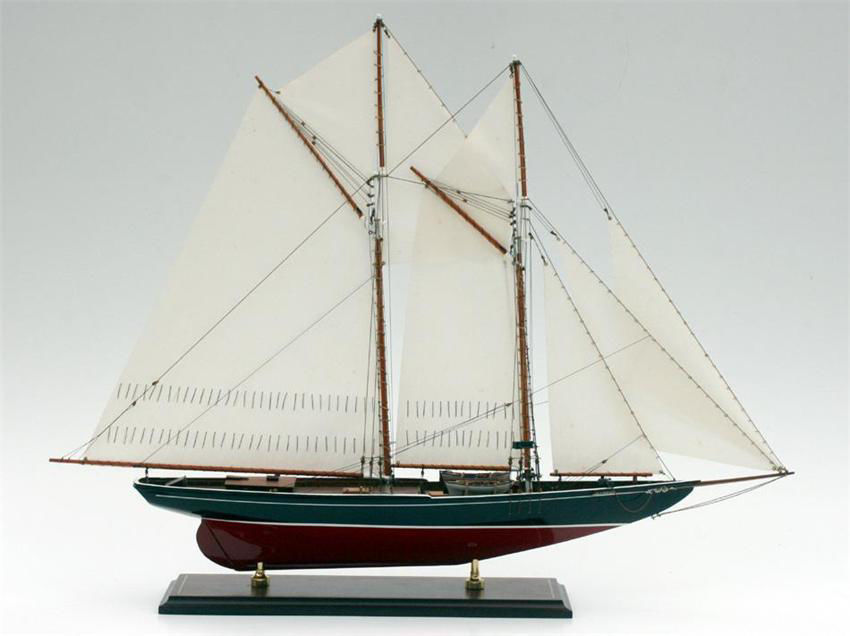 Picture of SMH-12 Bluenose 1921 Model Ship