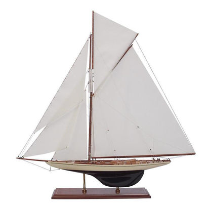 Picture of Defender 1895 Model Ship